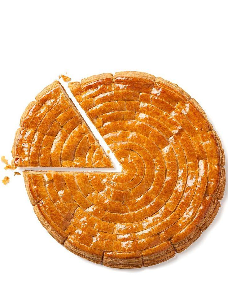 La galette des rois 2015 de YANN BRYS. Galette des Rois Tourbillon d'agrumes Pâte feuilletée,frangipane parfumée aux zestes d'oranges et de citrons, marmelade de mandarines et de cubes d'oranges confites. Twelfth-Night pancake  #yannbrys #lajeunerue #epiphanie #galettesdesrois #galette   #twelfthnightpancake   http://www.cestmoilechef.fr/galettes-des-rois-2015-partie-2-les-grands-chefs-patissiers/