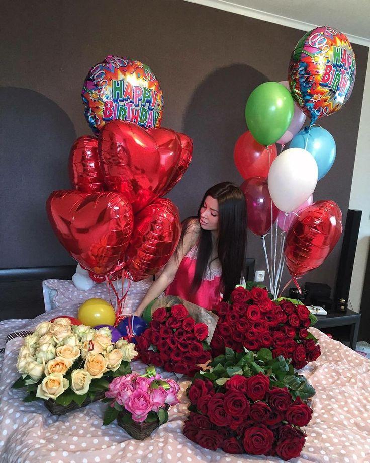 картинка букет роз и много воздушных шариков один