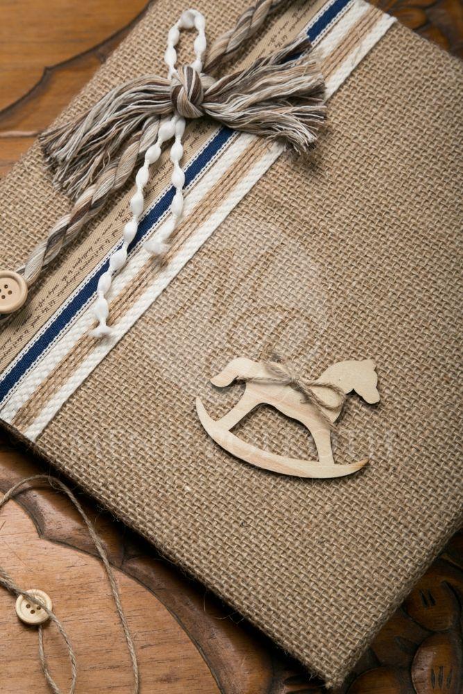 Βιβλίο ευχών για βάπτιση για αγόρι λινάτσας με διακοσμητικό ξύλινο αλογάκι