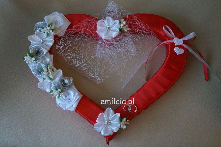 Ślub Dodatki Ślubne Czerwone Serce do Powieszenia np. dekoracja na drzwi lub na ścianie za Młoda Parą, prezentuje się bardzo ładnie i szykownie. Rozmiar 30 cm / 25 cm