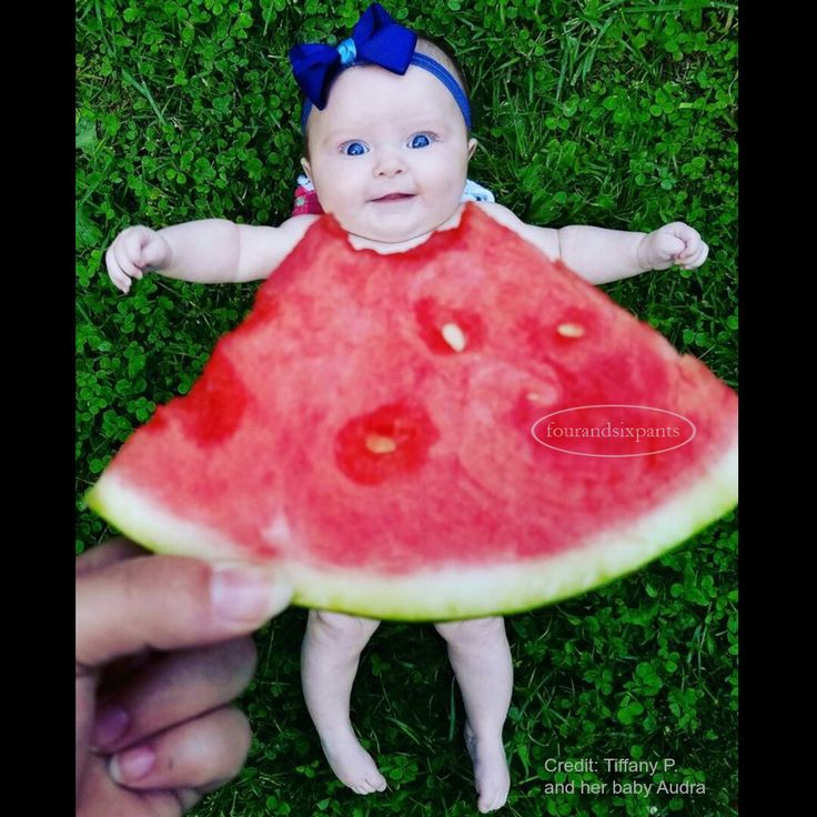 A clever West Virginian Mum captured her beautiful baby girl wearing the latest fruity trend!...and her pic was shared by Ellen DeGeneres on her TV Show.