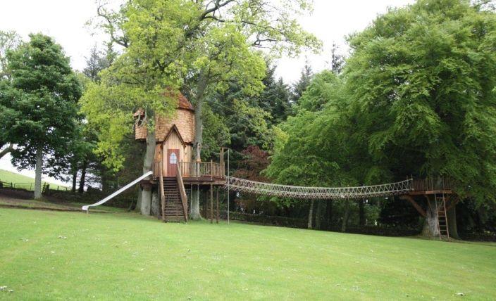 http://www.blueforest.com/bespoke-treehouses/bespoke-luxury    I can lives here???