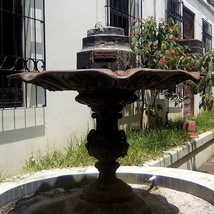 Fuente de bronce - Palacio Nacional de Santa Tecla