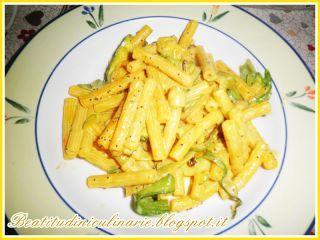 Pasta alle zucchine, zafferano e semi di papavero
