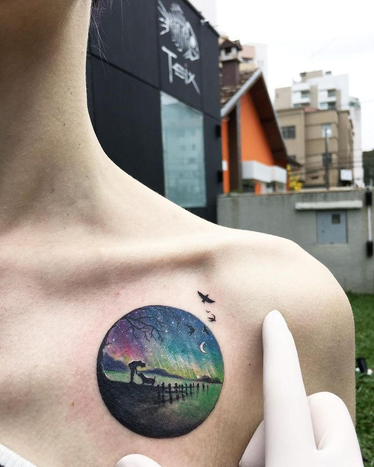 Circle tattoos are magical little vignettes, and people are falling in love with this one artist's exquisite creations. Enjoy :)