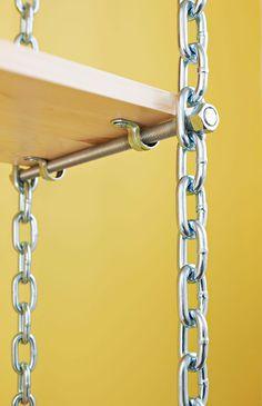 estanterías con cadenas y tableros