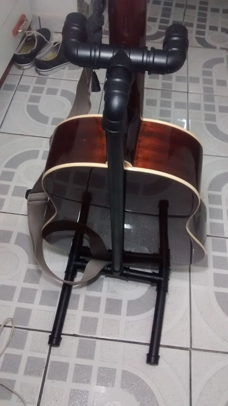 DIY - How to make a PVC acoustic guitar stand (Suporte de PVC para violão)