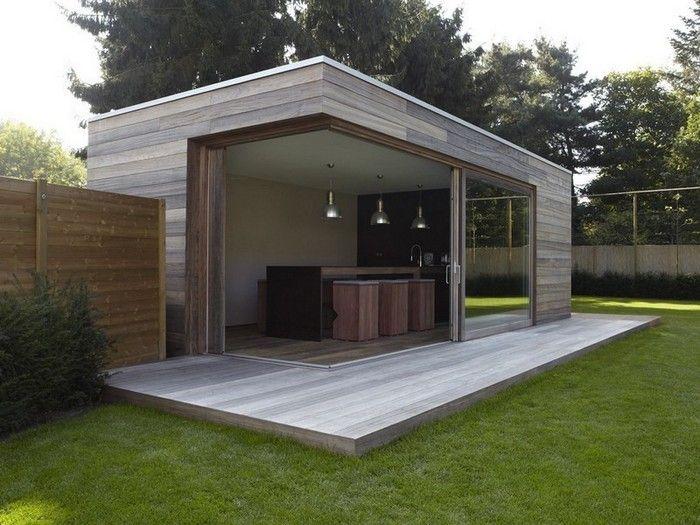 Modern tuinhuis met overdekte veranda.