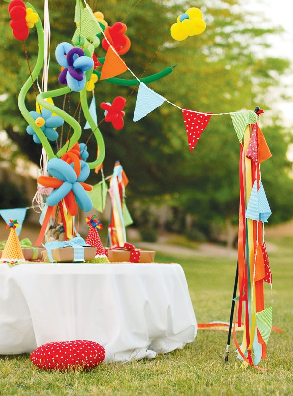 balloon centerpiece and fringe...total showstopper