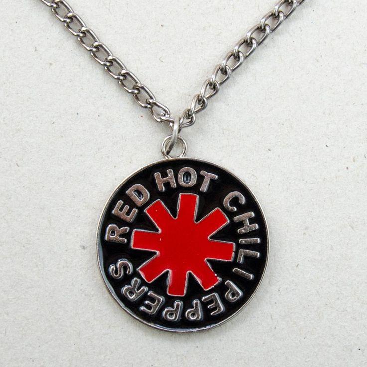 <p><strong>Colar </strong>com pingente inspirado no <strong>símbolo </strong>da <strong>Banda </strong>americana <strong>de  Rock Red Hot Chili Peppers.</strong><strong><br></strong>Agora você que é fã da <strong>Banda de Los Angeles</strong> pode levar o símbolo do<strong> Red Hot </strong>sempre com você!<br>  Perfeito para usar como <strong>acessório</strong>!</p>