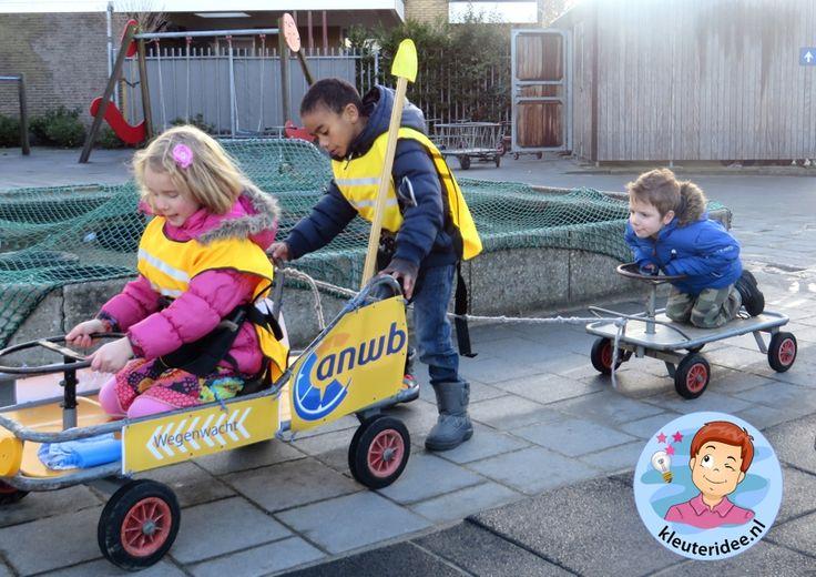 Thema 'pech onderweg' , kar op sleeptouw, ANWB rollenspel voor kleuters wegenwacht kleuteridee