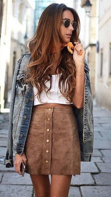 Una falda corte A con botones frontales acentuará tu cintura y es una prenda muy versátil que puedes usar en toda ocasión.