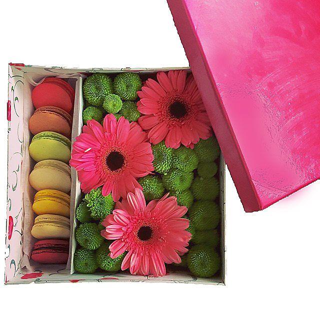 Акция: Коробка с цветами (Герберы, Хризантемы) и макароны