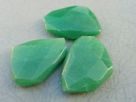Faceted Green Aventurine Focal Bead 20-35mm 1pc  Stone/Material: Aventurine Quantity: 1 pc Size: 20-35mm Cut: Faceted Freeform Color: Green