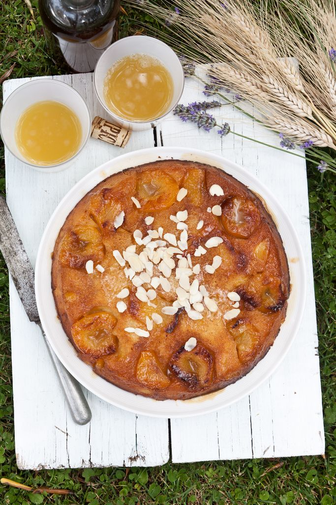 Let's celebrate Midsummer with a ritual mead and peach cake, it's crammed of fresh fruit, ripe peaches, lit by a drop of mead