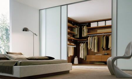 The double bedroom furniture can be as varied as the chosen style demands, although the beds are often the protagonists of the bedrooms, you will find furniture that complement and significantly improve the decor.