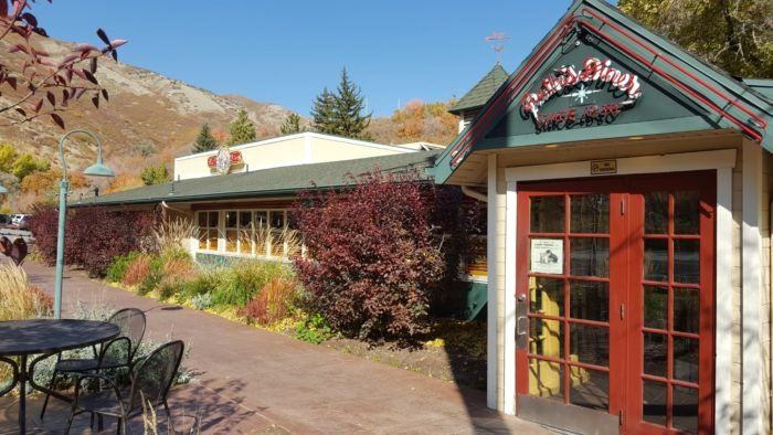 People Drive From All Over For The Biscuits At This Charming Utah Restaurant Utah Restaurants Ruths Diner Utah
