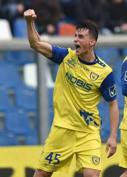 Roberto Inglese of AC Chievo Verona celebrates after scoring the goal 1-1 during the Serie A match between US Sassuolo and AC Chievo Verona at Mapei Stadium - Citta' del Tricolore on February 12, 2017 in Reggio nell'Emilia, Italy.