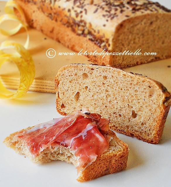 http://www.letortedipezzettiello.com/2012/06/pane-in-cassetta-con-pasta-madre.html