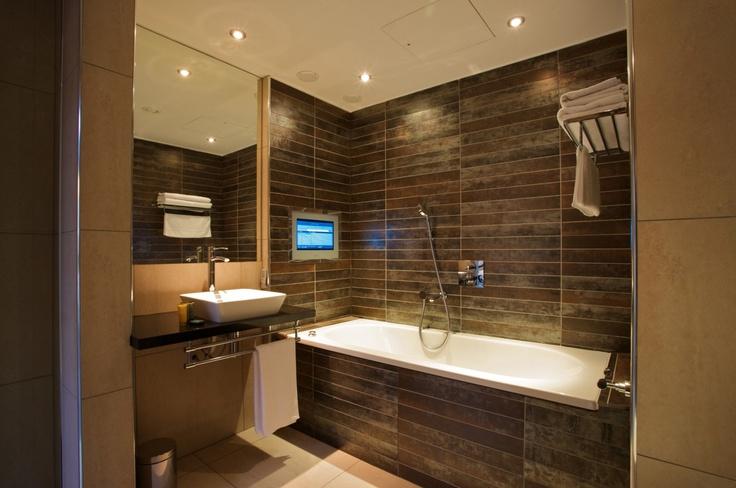 Roomzzz Manchester City Penthouse Suite Bathroom