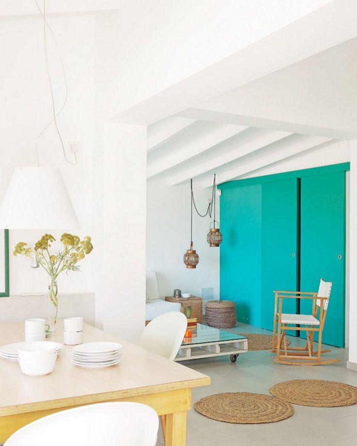Puertas interiores azules for Pintura azul aguamarina