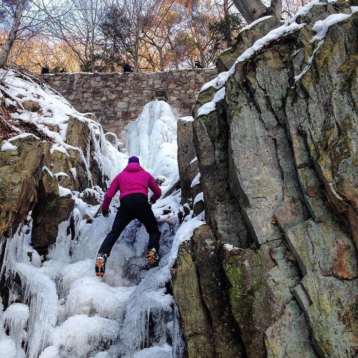Besser als nix  . Einen schönen Start in die Woche  . #eisklettern #besseralsnix . . . . . . #ice #iceclimbing #winter #klettern #climbing #timetoclimb #ilovebouldering #fitness #climbingphotography #bouldering_pictures_of_instagram #climbing_pictures_of_instagram  #climbing_is_my_passion #climb #escalada #photooftheday #nature #nofilter #outdoor #climbingisfun #great #fun #mainbloc