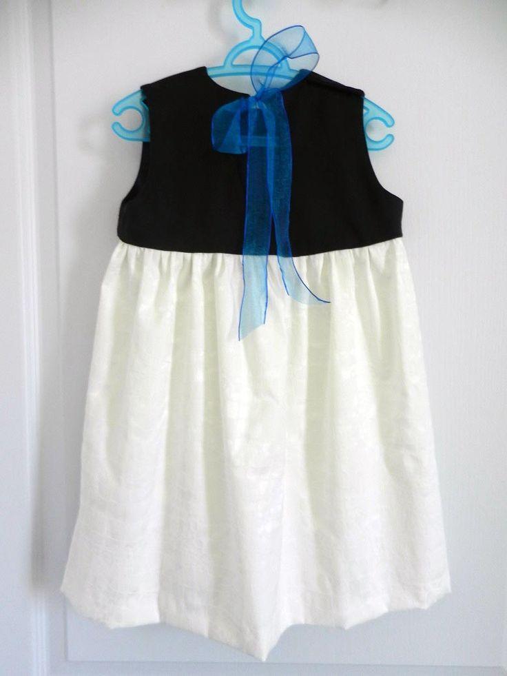 Duchesse Or Ange robe pacifique empiècement bleu marine, jupe damassé de coton blanc, navy yoke, white cotton damasse