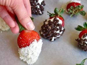 White Chocolate Covered Strawberries Recipe with Coconut: Chocolate Strawberries