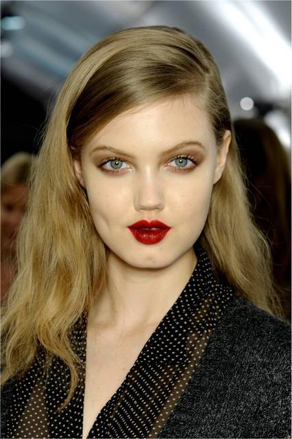 Oxblood Lips | Frisyrer, Snabba skönhetstips, Vackert hår