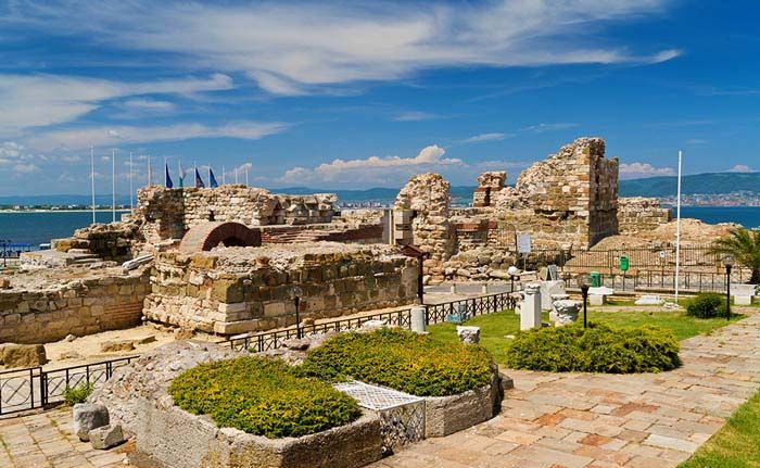 #Nessebar combines the features of a busy summer destination with the picturesque historical monuments and buildings of UNESCO World Heritage site. Destination is a must if you are visiting this part of Bulgaria. 👇