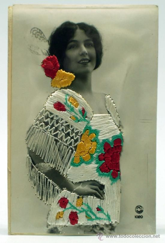 Postal bordada a mano Mujer española Peineta Mantón Manila Ed PC París 1020 PP s XX sin circular