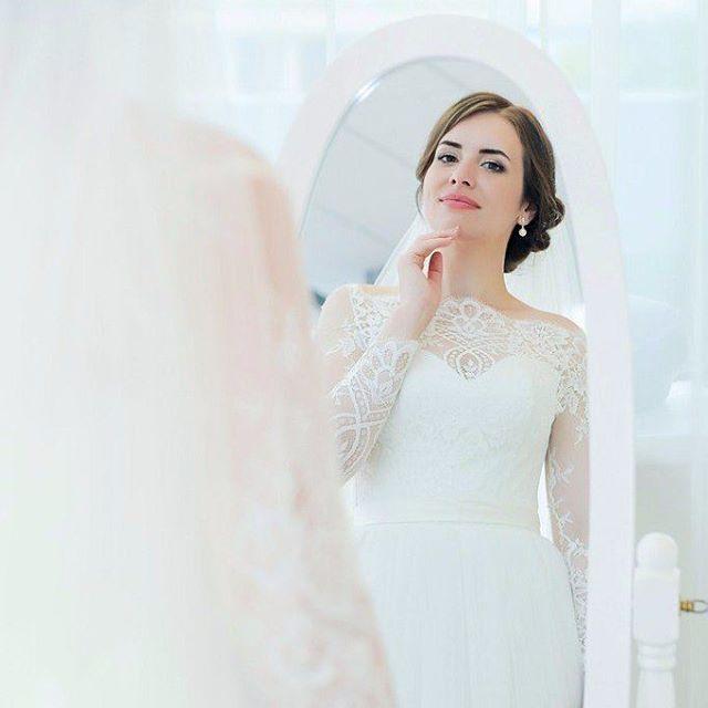 """Оставайтесь с нами даже тогда, когда платье найдено и ждет своего часа �� А потом еще оставайтесь и присылайте нам свои счастливые свадебные фотографии �� А мы за это будем улыбаться, постить в ленту такие красивые снимки и ждать тебя с подругами, которые только в самом начале пути. На фото наша нежная невеста Светочка в платье """"Лиссабон"""". -// #odrisalon #odri_kiev #odri_salon #follow #odrisalon #kiev #ukraine #weddingdress #weddingday #wedding #weddingsalon #одрикиев #одри #свадебныйсалон…"""