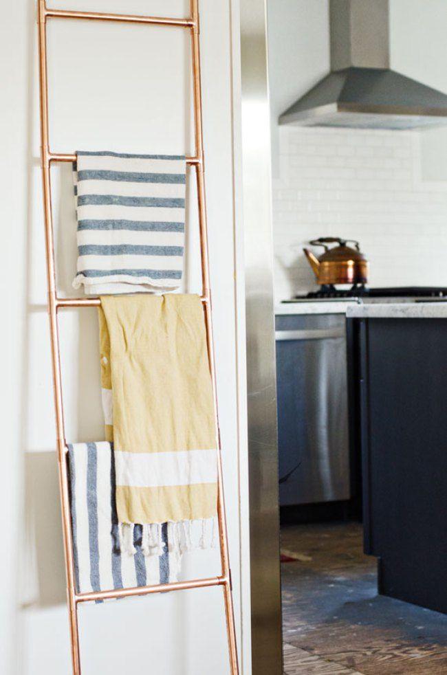 Une échelle DIY en cuivre pour tous nos plaids et magazines !