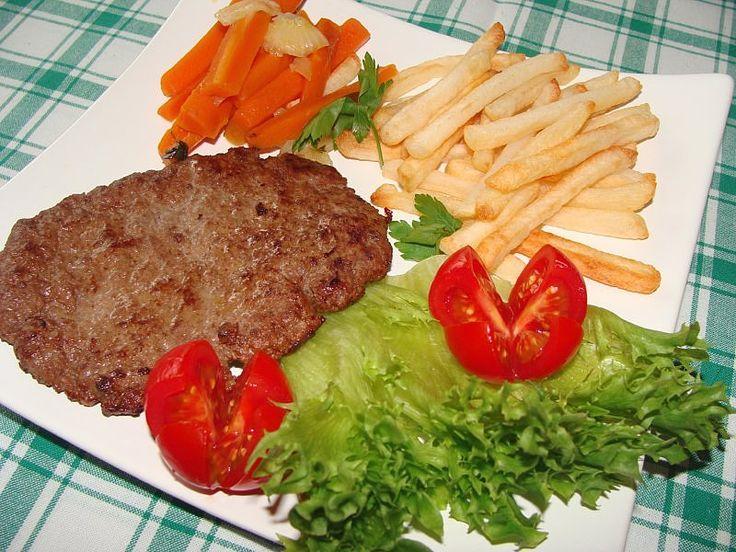 """""""Hamburger"""" z frytkami i marchewką"""