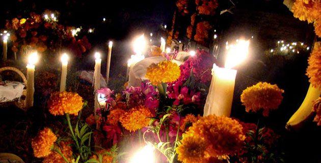 Descubre como luce la hermosa ciudad de Pátzcuaro durante la tradicional celebración de Día de Muertos.