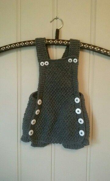 """Kjappstrikkadrakt"" (fast knitted suit)"
