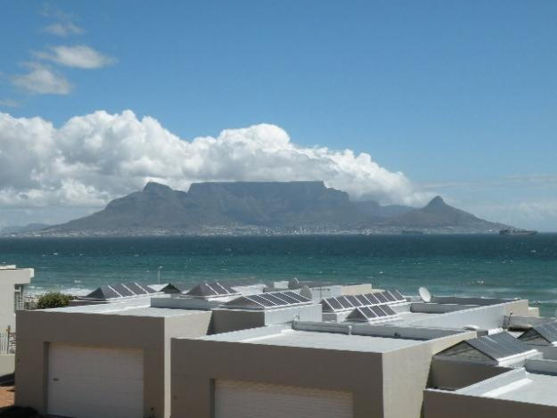 Entertainer's Dream White Waters Bloubergstrand Lock-up and Go - Cape Town