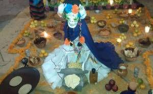 Se realizó el tercer concurso de Ofrendas, Calaveras Literarias y Disfraces en la Plaza de Presidencia Municipal de Tepetlaoxtoc donde se pudo observar a nueve Instituciones Educativas participando en tan singular concurso que convoco el Ayuntamiento en