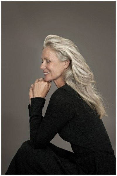 Dear me, aspire to look this great at that age. Rock the grey. Age timelessly.