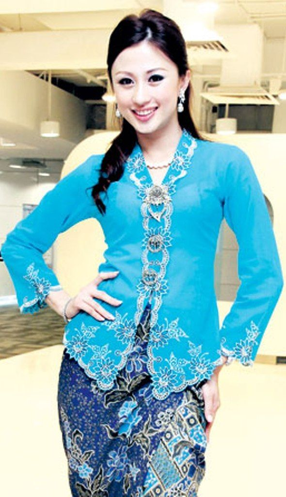 Kebaya nyonya. Pretty in this shade of blue!