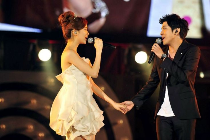 Girls' Generation Seohyun and CNBlue Yonghwa a.k.a. Goguma Couple perform at the K-Pop Niigata Concert. I used to support their pairing but I ended my fandom last March. Check out Seoulbeats' article on dating bans in the K-Pop Industry.