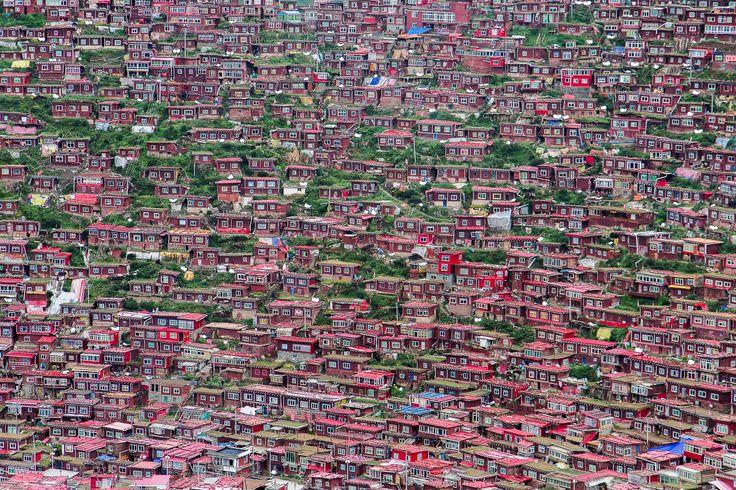 The town of Yachen gar, Kham, Sichuan By Kham