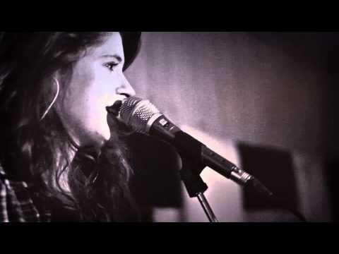 ▶ Zuzana Mikulcová - Ženy (v štúdiu 24.1.2013) - YouTube