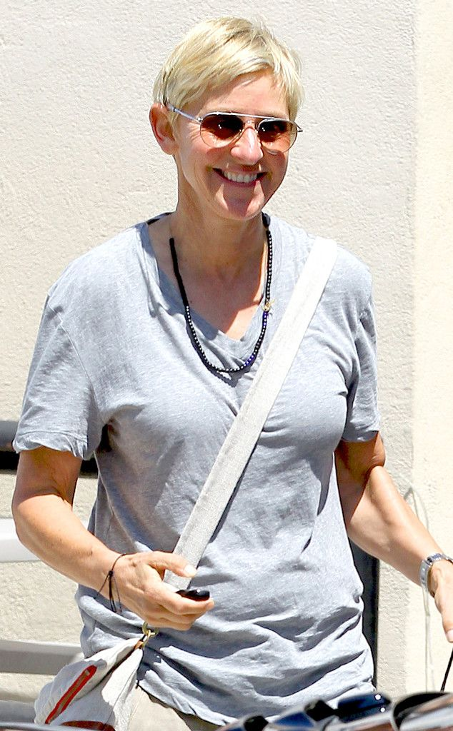 Ellen Degeneres was all smiles (as always!) as she shopped around Beverly Hills flaunting fabulous aviator sunnies!: Online Ellen, Degenerative Joan, Degeneres Joan, Ellen Degeneres, Ellen Degenerative