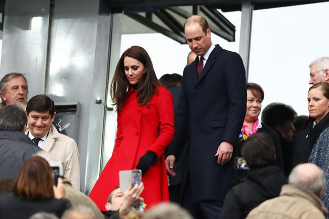 18 March 2017 - Duchess Kate wore her Carolina Herrera red coat to the rugby match at Stade de France in Paris.