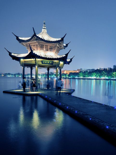 West Lake, Hangzhou, China – a UNESCO World Heritage site.  China's Top Historical Cities: Visiting the Past in the Present on TheCultureTrip.com. Click the image to read the article. (Image via holidayspots4u.com).