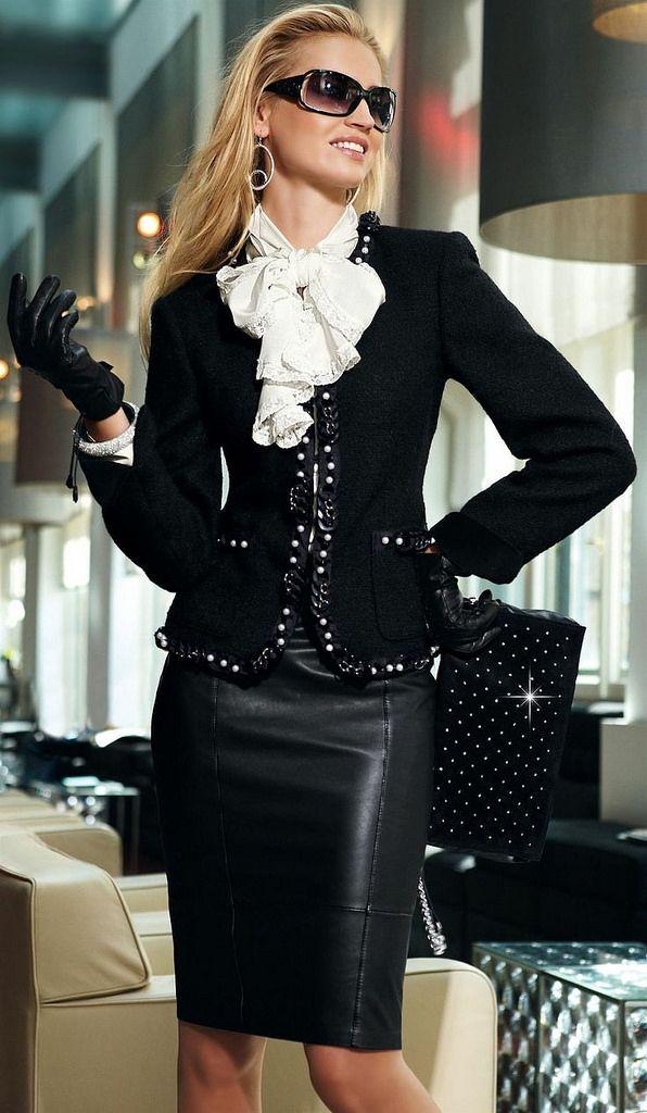 Womenin Leather Attire Vedios 58