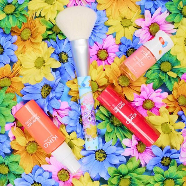 Have a blast with the fabulously fruity #TropicHeat! Refresh your skin with the Primer & Fixer, nail it with the vibrant Nail Lacquer & blend to perfection with the Face Brush! Discover the #limitededition capsule now 😍🍓💖🦋 #Kiko20thAnniversary #KikoMilano #Kikotrendsetters #beauty  #instabeauty #makeup #beauty #nailpolish #settingspray #makeuplovers #goto #primer #naillacquer #lipstick #brushes #fixplus @vogueitalia @leitmotiv_official #blush #creamblushHave a blast with the fabulously…