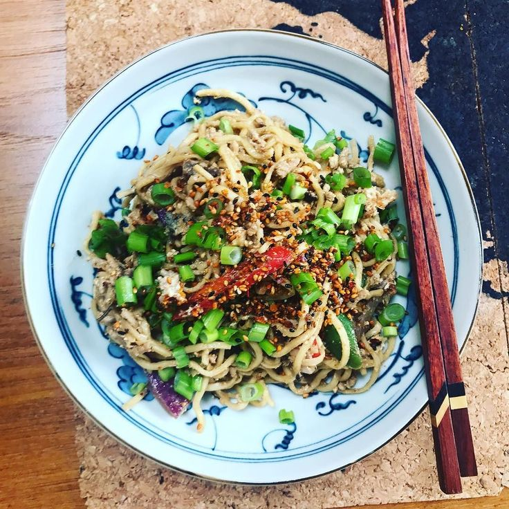 Inaugurated the new iron kadai (after many rounds of seasoning) with a quick stir fry of veggies mince and noodles for lunch. Made a sauce with miso some leftover peanut butter rice vinegar and a dash of sesame oil to season the noodles and topped with some spicy furikake. Nomnomnom #HomeMade #TalesFromNW #MangiaBene