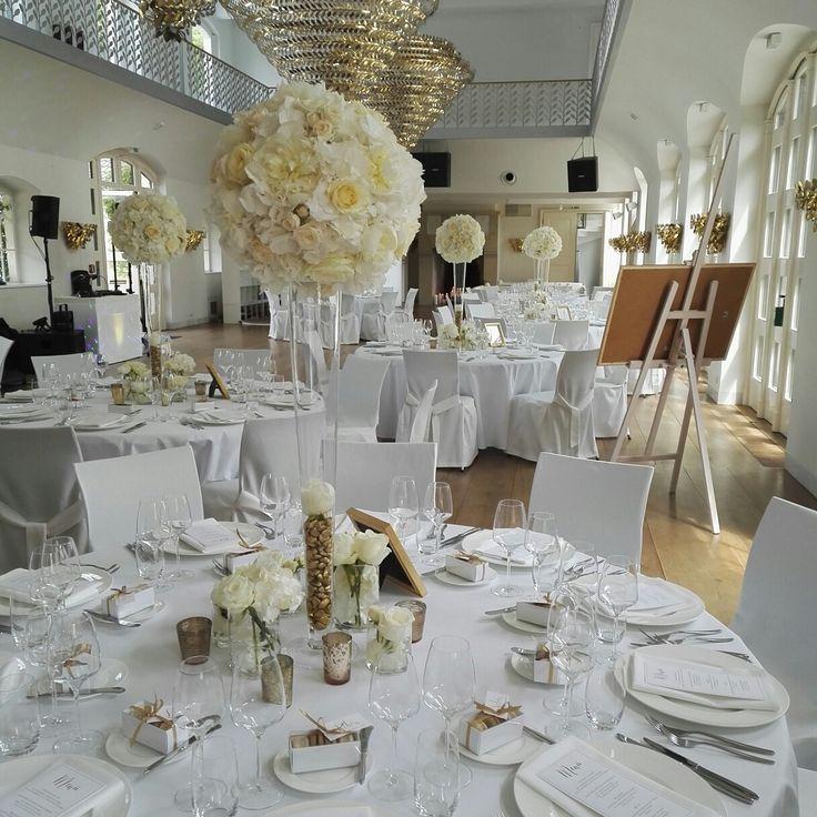 FLORICA Floristik Catering Köln - Blütenkugeln auf konische Glasvasen